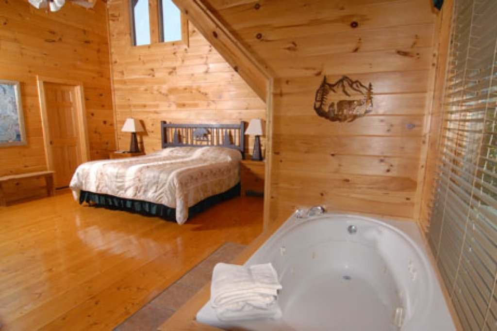 Photo of a Pigeon Forge Cabin named Echoes Of Eden - This is the fourteenth photo in the set.