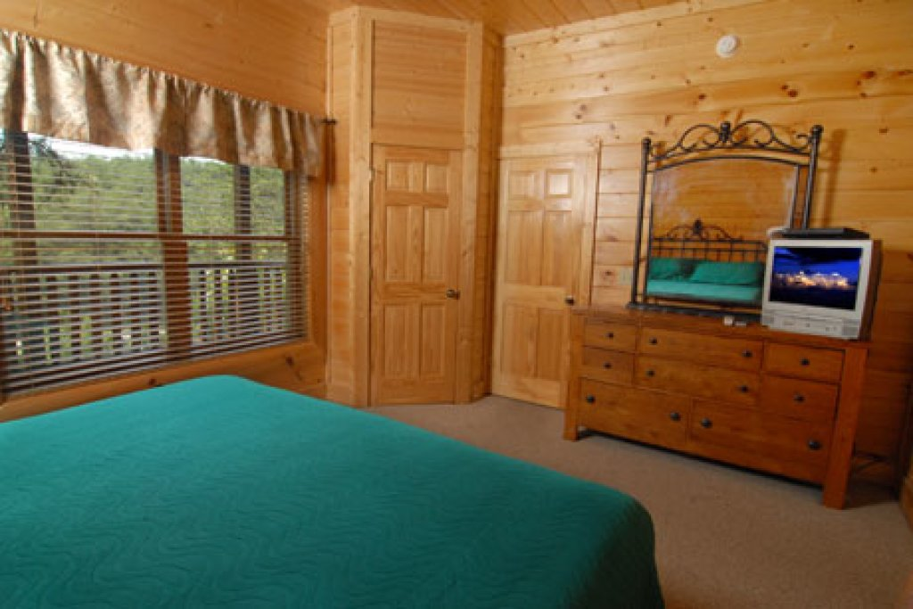 Photo of a Pigeon Forge Cabin named Echoes Of Eden - This is the sixteenth photo in the set.