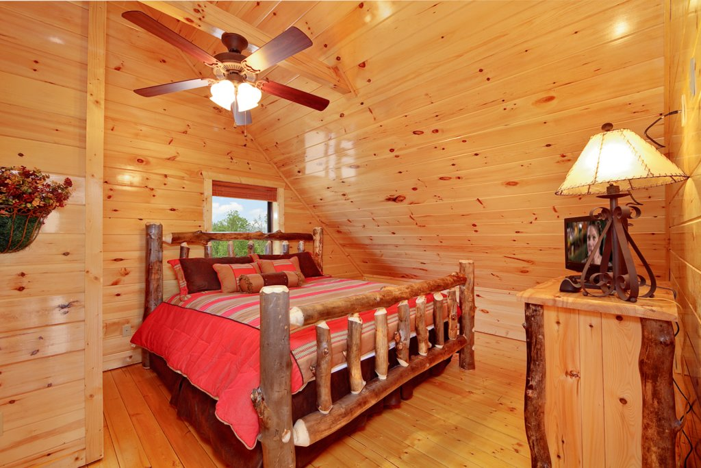 Photo of a Gatlinburg Cabin named Summit Sanctuary - This is the thirteenth photo in the set.