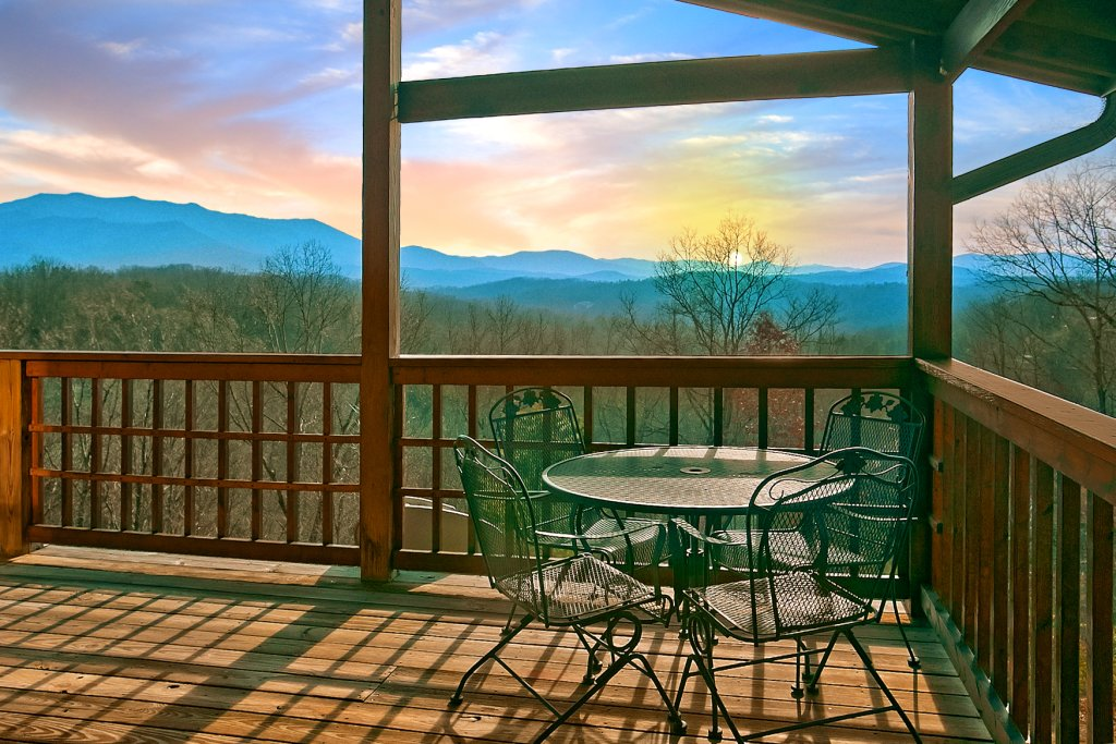 Photo of a Gatlinburg Cabin named Hawks Ridge - This is the second photo in the set.