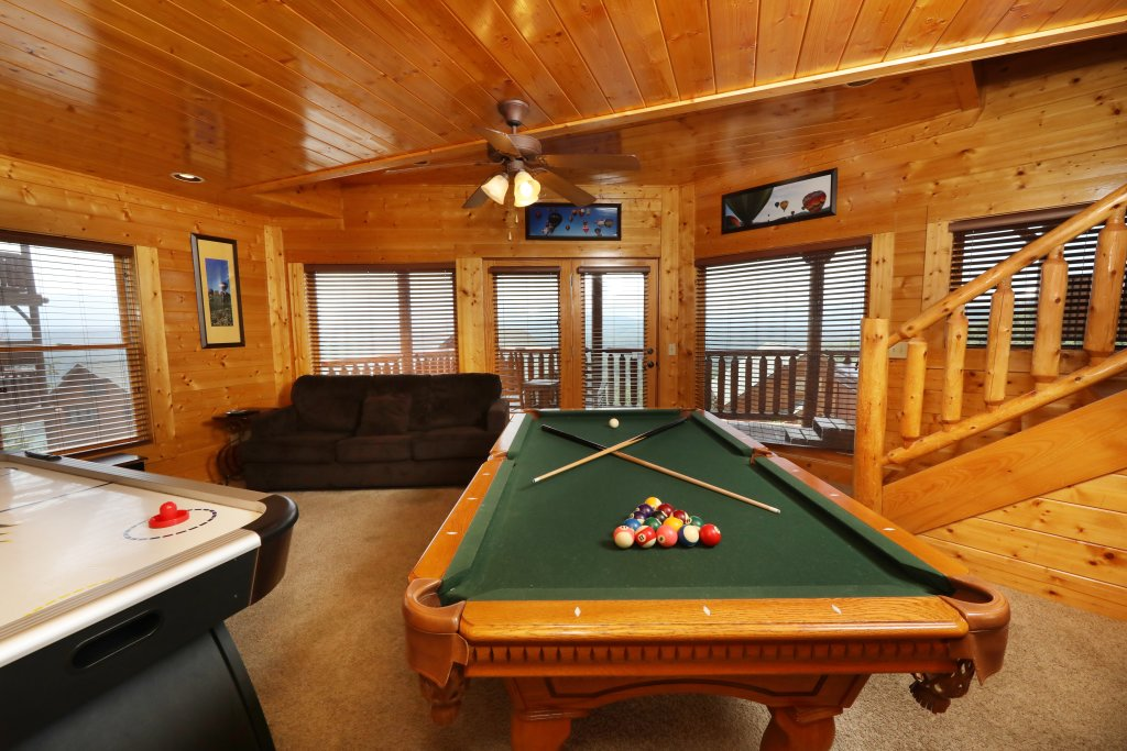 Photo of a Pigeon Forge Cabin named Up, Up & Away - This is the twenty-fourth photo in the set.