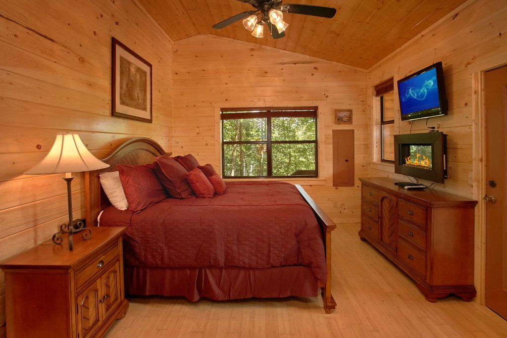 Photo of a Gatlinburg Cabin named Love Me True - This is the fourteenth photo in the set.