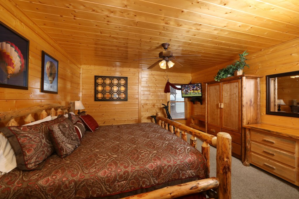 Photo of a Pigeon Forge Cabin named Up, Up & Away - This is the seventeenth photo in the set.