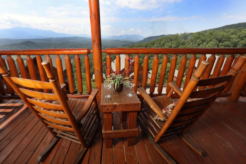 Photo of a Pigeon Forge Cabin named Up, Up & Away - This is the sixth photo in the set.