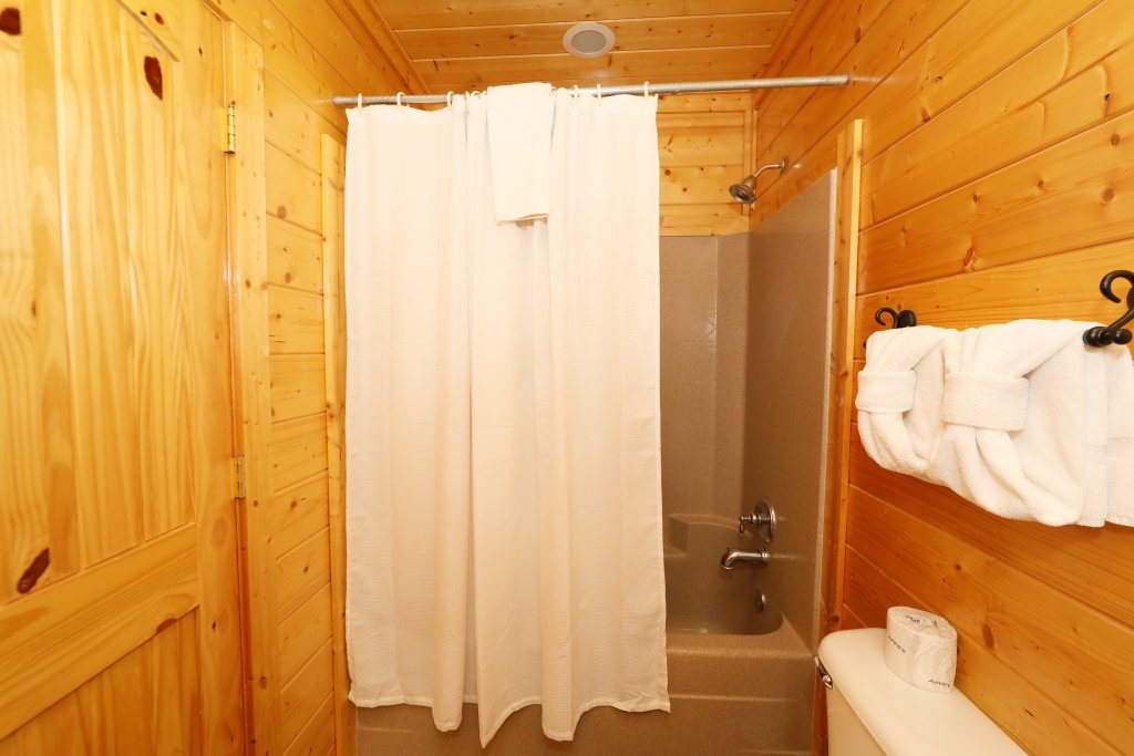 Photo of a Pigeon Forge Cabin named Up, Up & Away - This is the fifteenth photo in the set.