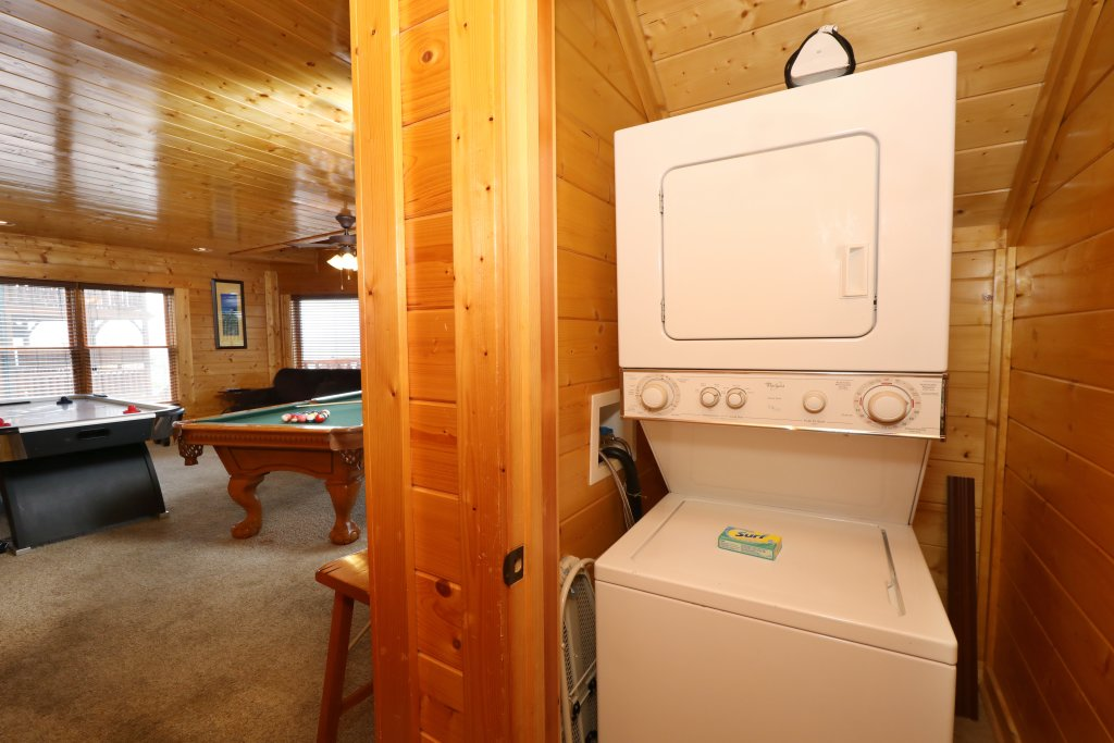 Photo of a Pigeon Forge Cabin named Up, Up & Away - This is the twenty-eighth photo in the set.