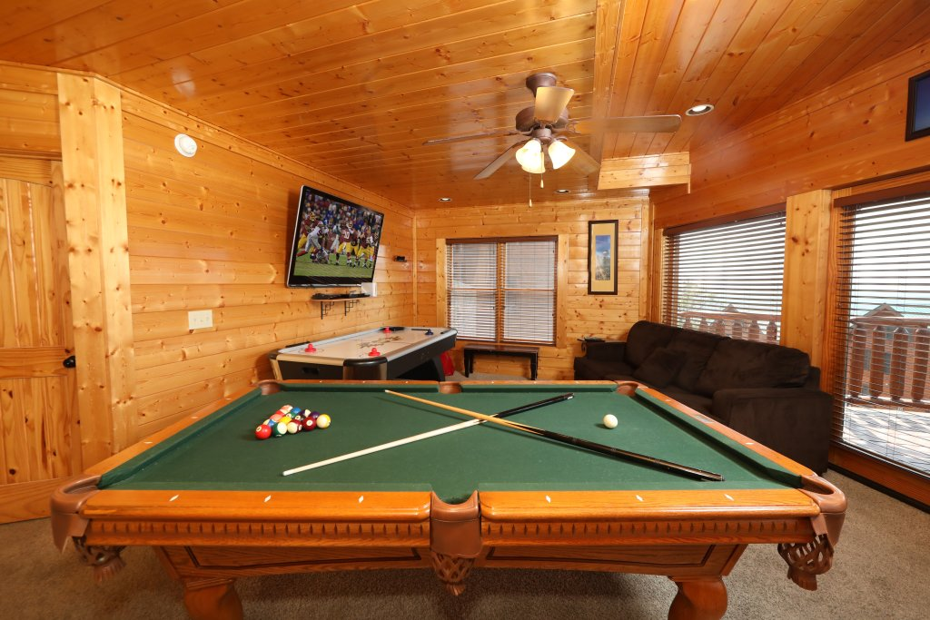 Photo of a Pigeon Forge Cabin named Up, Up & Away - This is the twenty-second photo in the set.