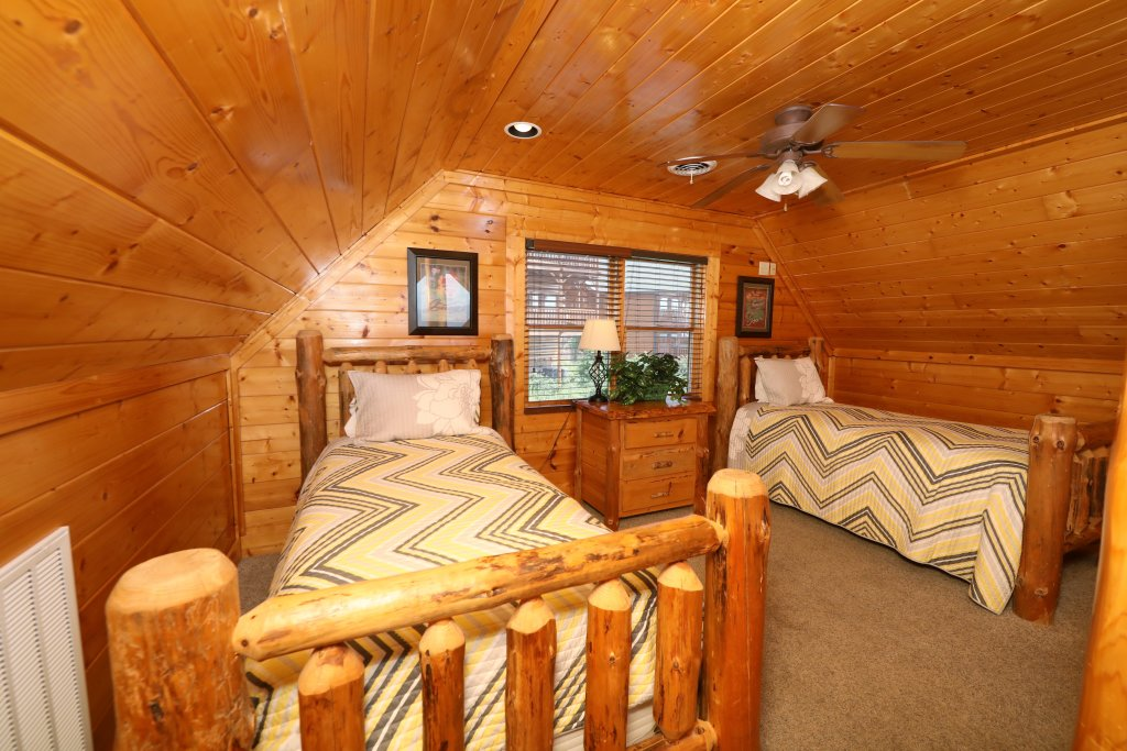 Photo of a Pigeon Forge Cabin named Up, Up & Away - This is the twentieth photo in the set.