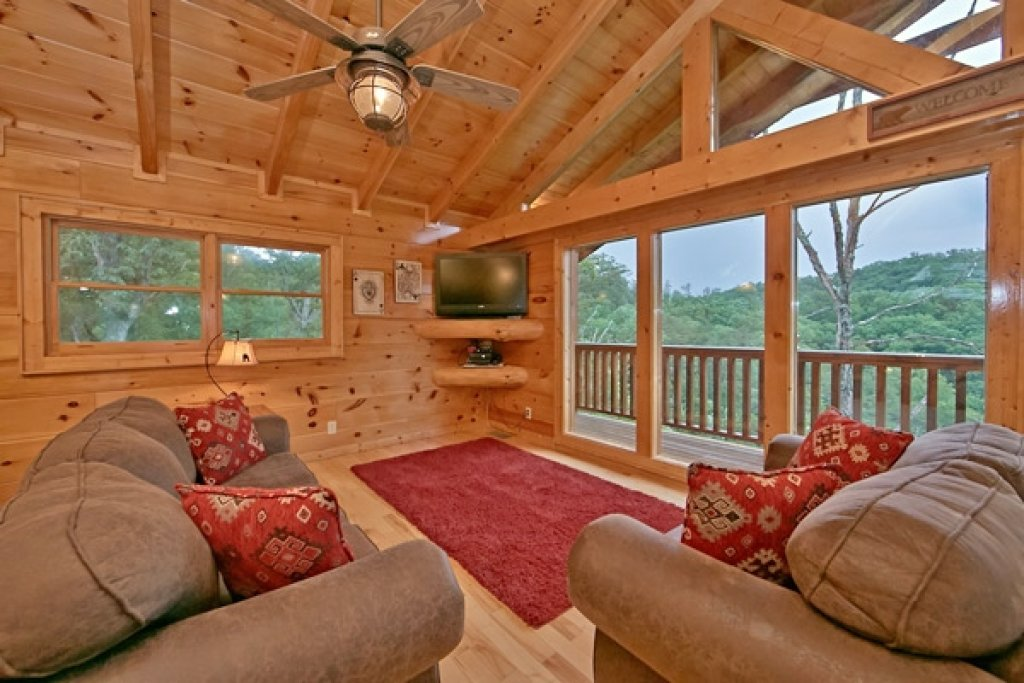 Photo of a Sevierville Cabin named Mountain Memories - This is the seventeenth photo in the set.