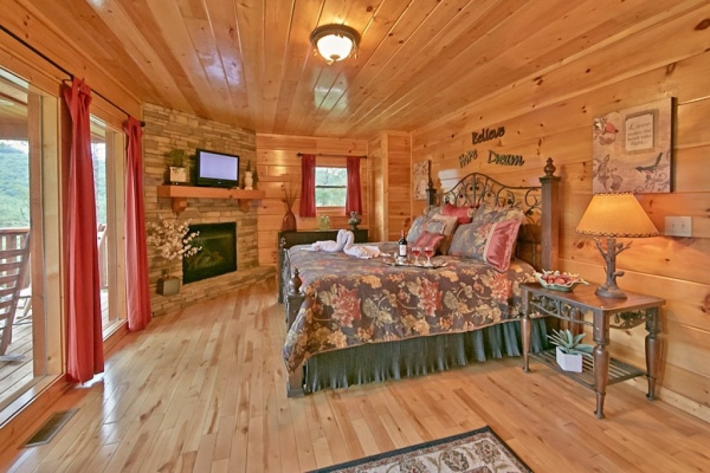 Photo of a Sevierville Cabin named Mountain Memories - This is the twentieth photo in the set.