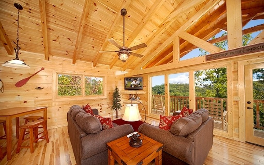 Photo of a Sevierville Cabin named Mountain Memories - This is the fifteenth photo in the set.