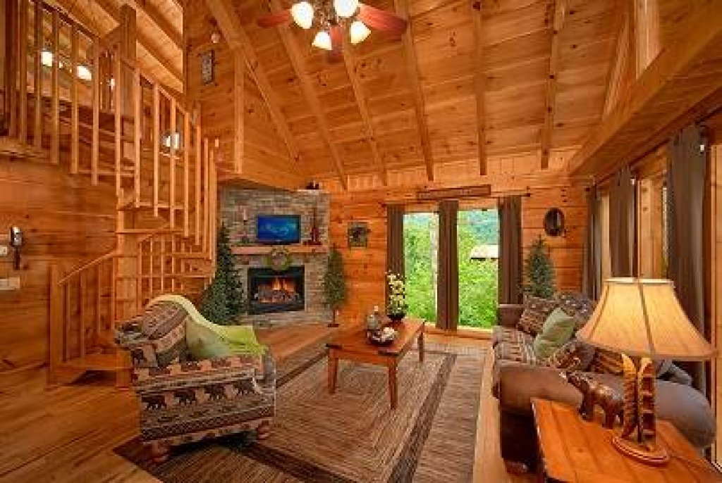 Photo of a Sevierville Cabin named Mountain Memories - This is the second photo in the set.