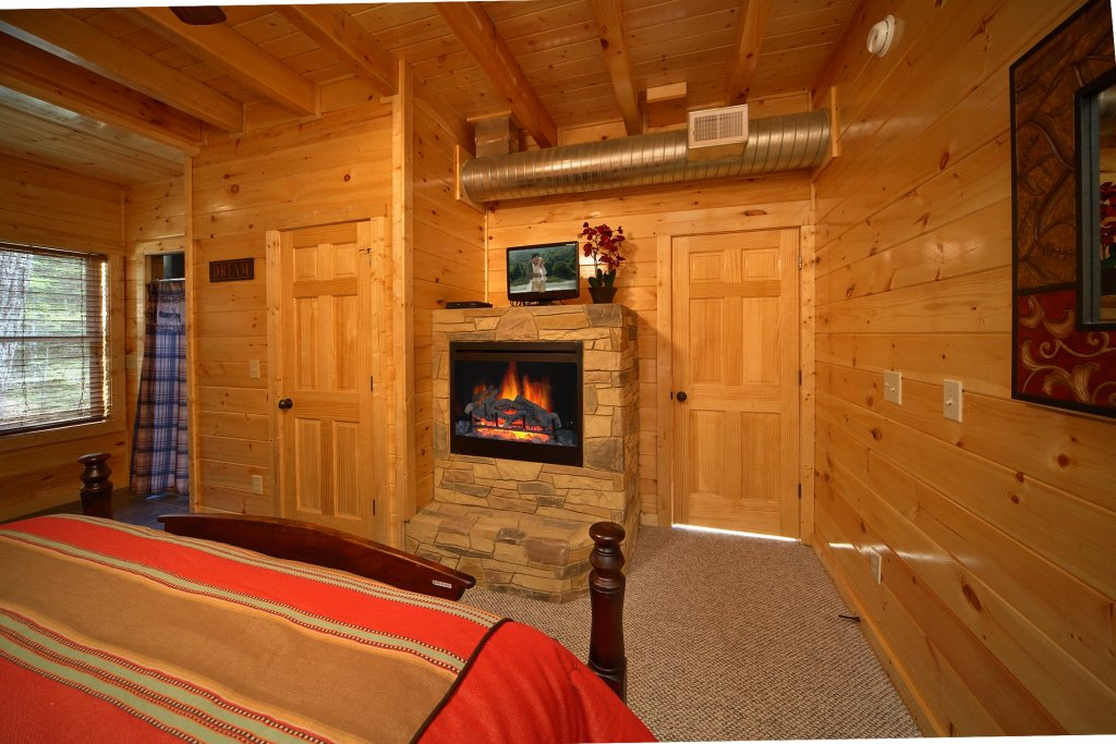 Photo of a Gatlinburg Cabin named Snuggled Inn - This is the tenth photo in the set.