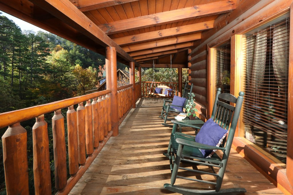 Photo of a Pigeon Forge Cabin named Amazing Grace - This is the fourth photo in the set.