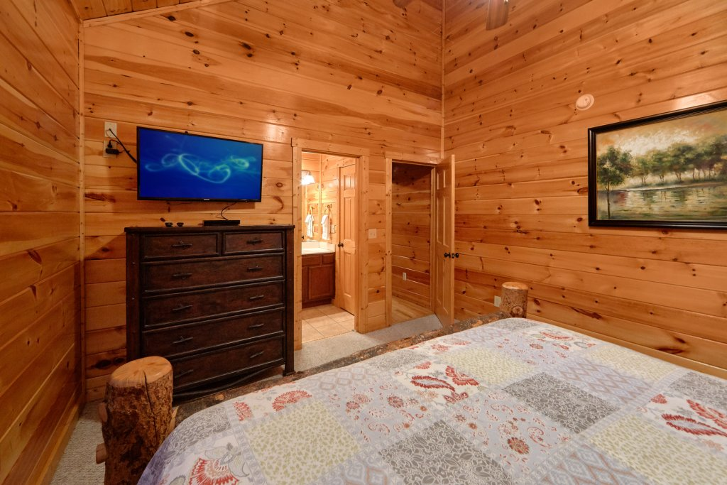 Photo of a Gatlinburg Cabin named Misty Mountain Lodge - This is the thirteenth photo in the set.