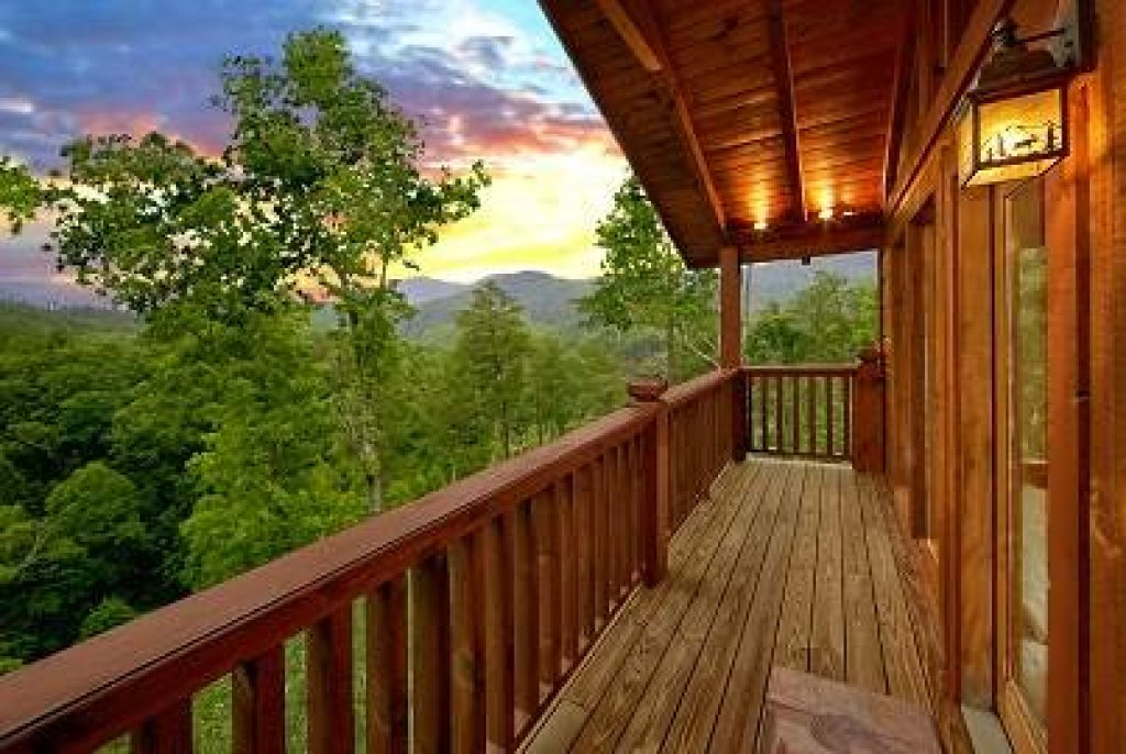 Photo of a Sevierville Cabin named Mountain Memories - This is the forty-second photo in the set.