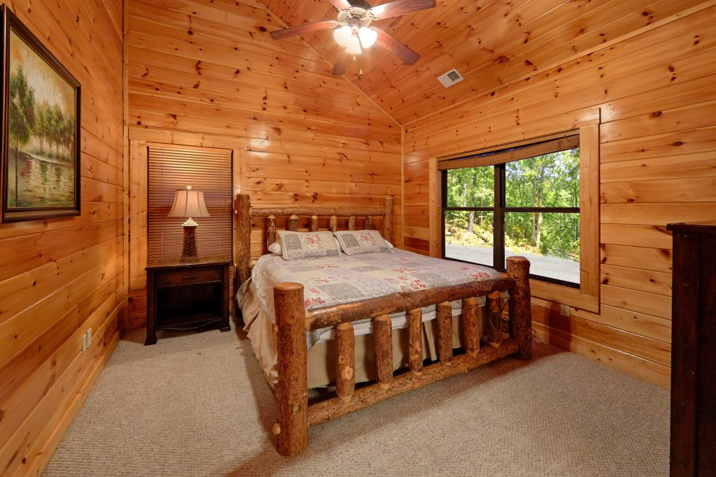 Photo of a Gatlinburg Cabin named Misty Mountain Lodge - This is the fourteenth photo in the set.