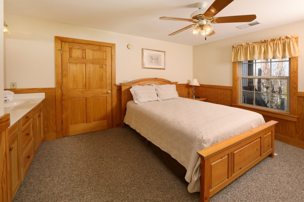 Photo of a Pigeon Forge Cabin named Magnolia Place Unit 2 (#5) - This is the fifteenth photo in the set.