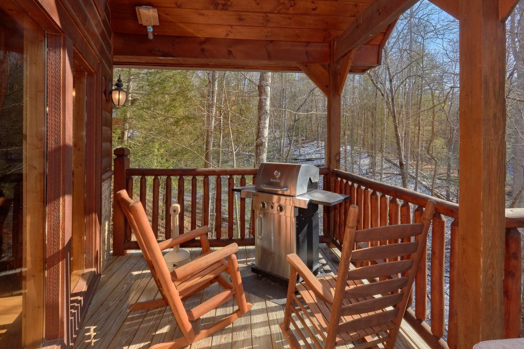 Photo of a Gatlinburg Cabin named Beary Cozy - This is the second photo in the set.