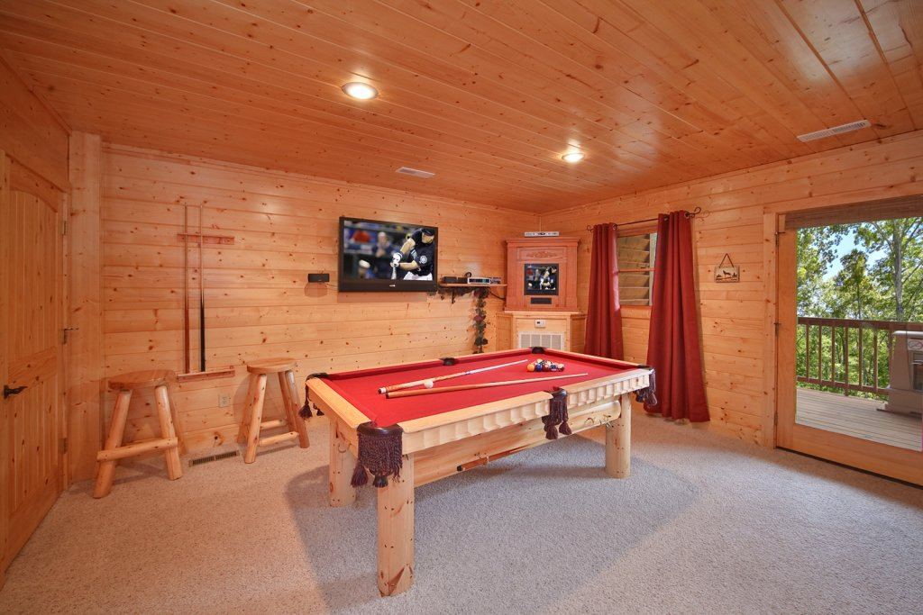 Photo of a Gatlinburg Cabin named Whispering Creek - This is the eighth photo in the set.