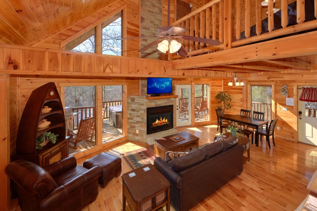 Photo of a Gatlinburg Cabin named Beary Cozy - This is the eighth photo in the set.