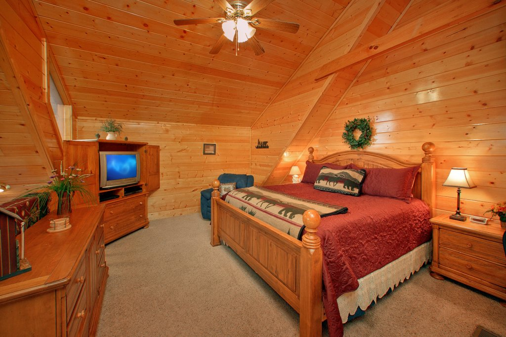 Photo of a Gatlinburg Cabin named Knotty Pine Delight - This is the fourteenth photo in the set.