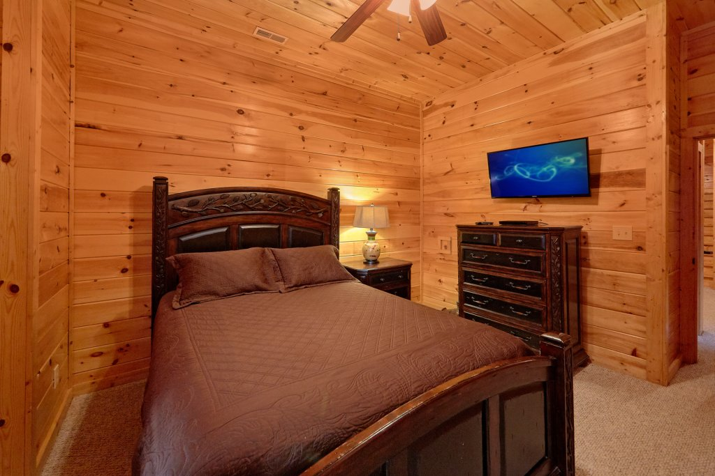 Photo of a Gatlinburg Cabin named Misty Mountain Lodge - This is the seventeenth photo in the set.