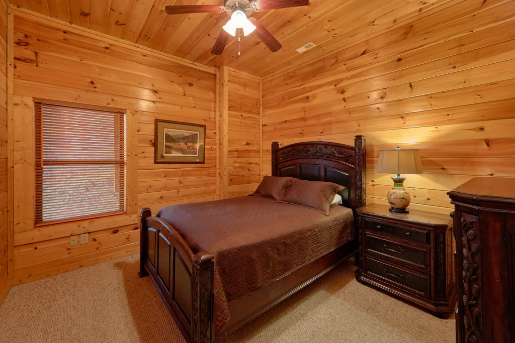 Photo of a Gatlinburg Cabin named Misty Mountain Lodge - This is the nineteenth photo in the set.