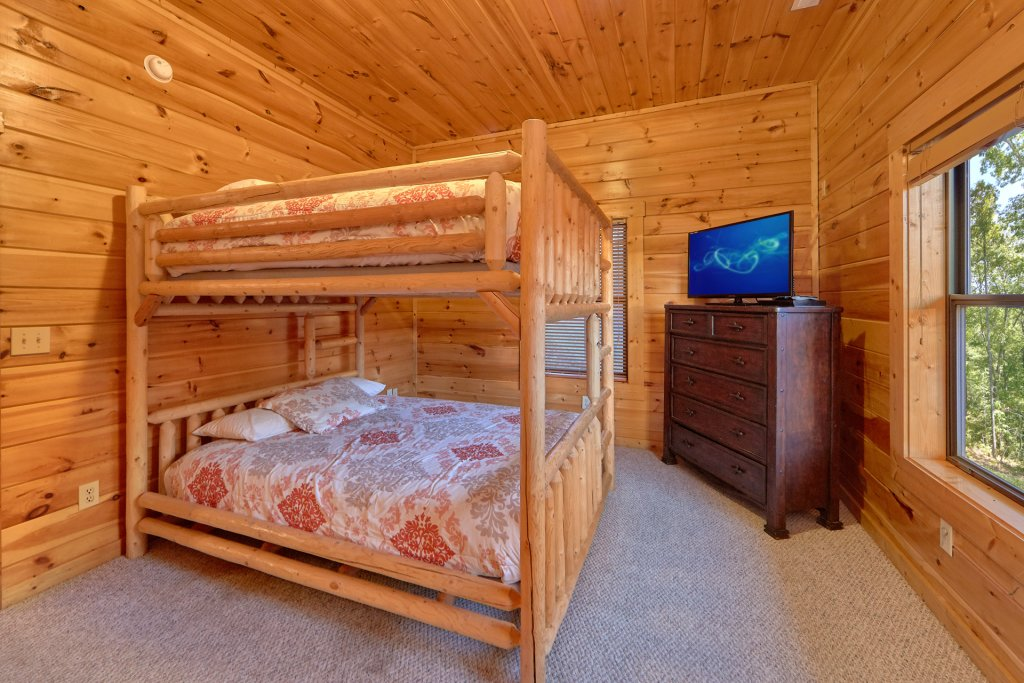 Photo of a Gatlinburg Cabin named Misty Mountain Lodge - This is the twenty-first photo in the set.
