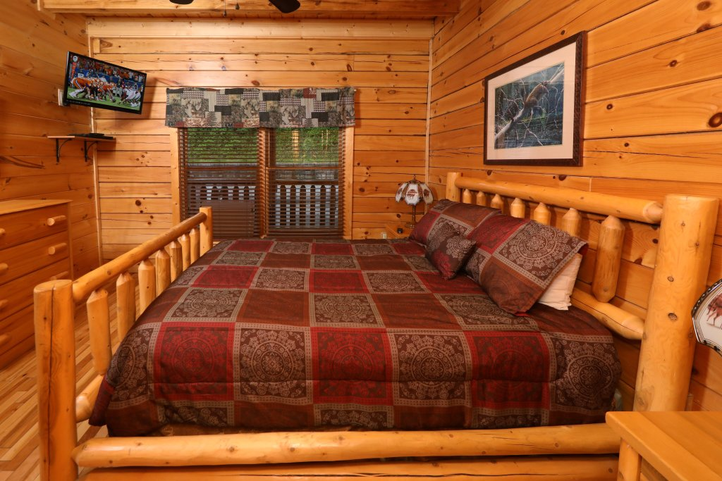 Photo of a Pigeon Forge Cabin named Bentley Lodge - This is the twenty-seventh photo in the set.