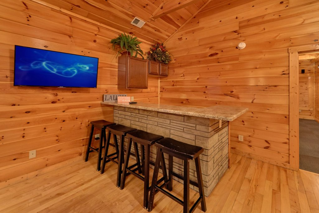 Photo of a Gatlinburg Cabin named Misty Mountain Lodge - This is the seventh photo in the set.