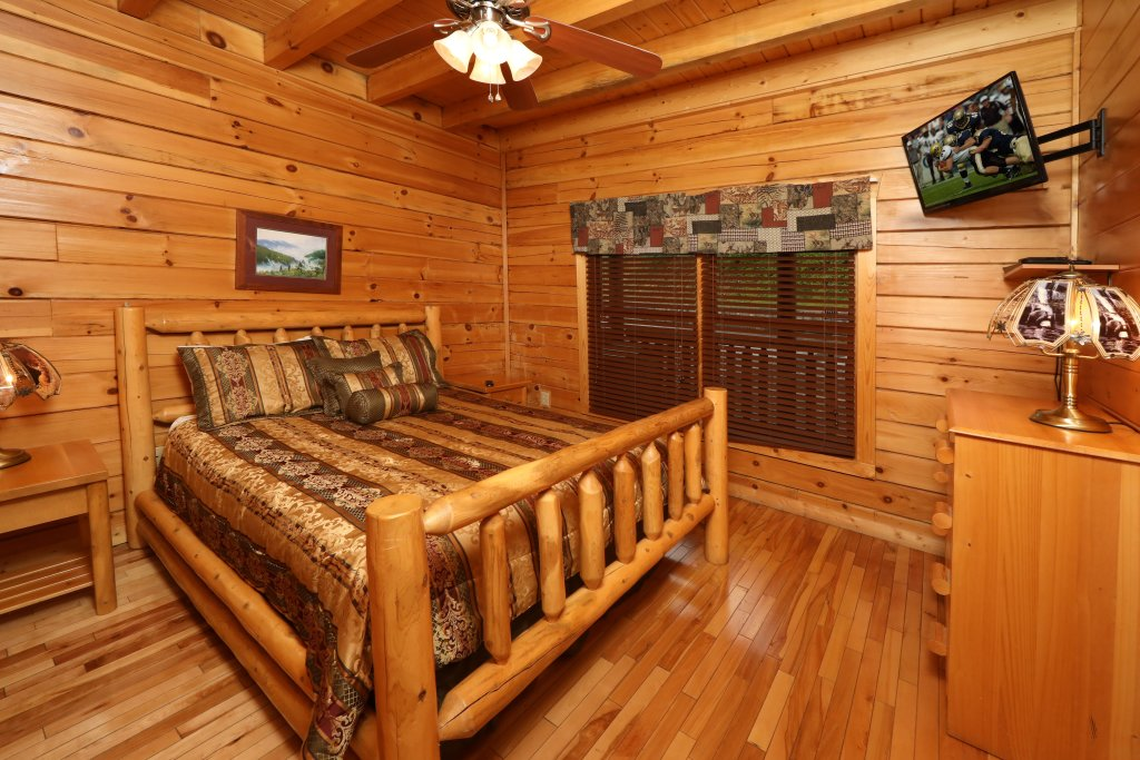 Photo of a Pigeon Forge Cabin named Bentley Lodge - This is the thirtieth photo in the set.