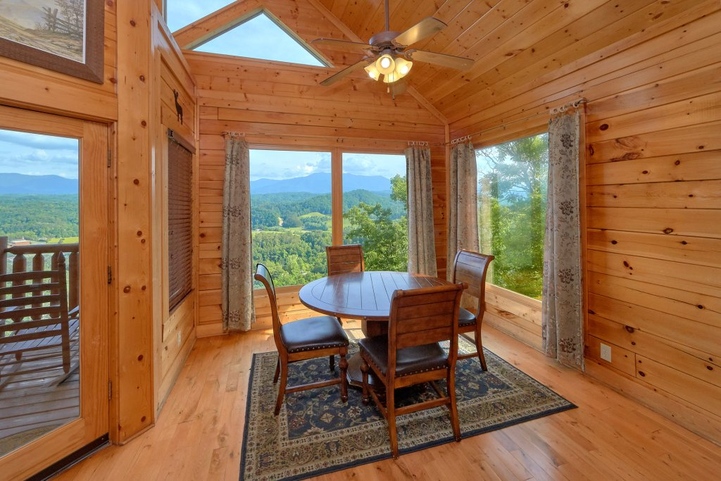 Photo of a Pigeon Forge Cabin named Paradise View (#24) - This is the tenth photo in the set.