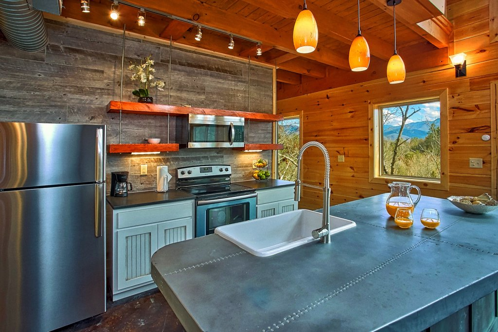Photo of a Gatlinburg Cabin named Urban Cowboy - This is the seventeenth photo in the set.