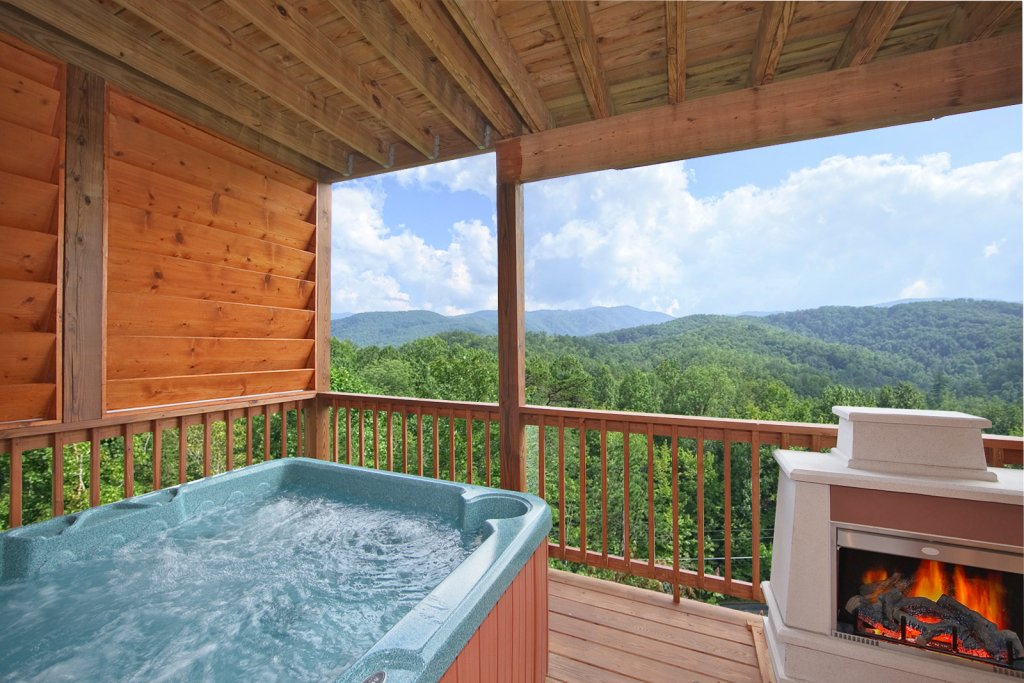 Photo of a Gatlinburg Cabin named Whispering Creek - This is the third photo in the set.
