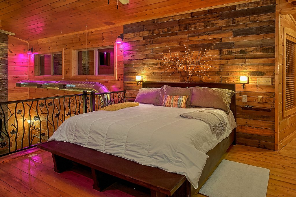 Photo of a Gatlinburg Cabin named Urban Cowboy - This is the twenty-fifth photo in the set.