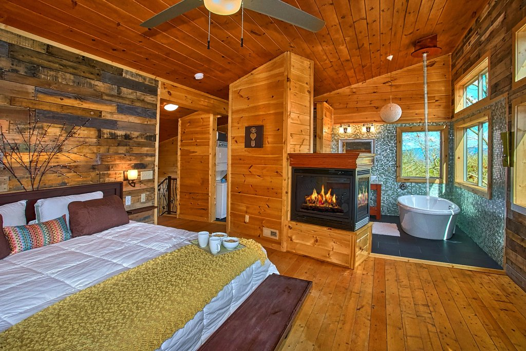 Photo of a Gatlinburg Cabin named Urban Cowboy - This is the twenty-fourth photo in the set.