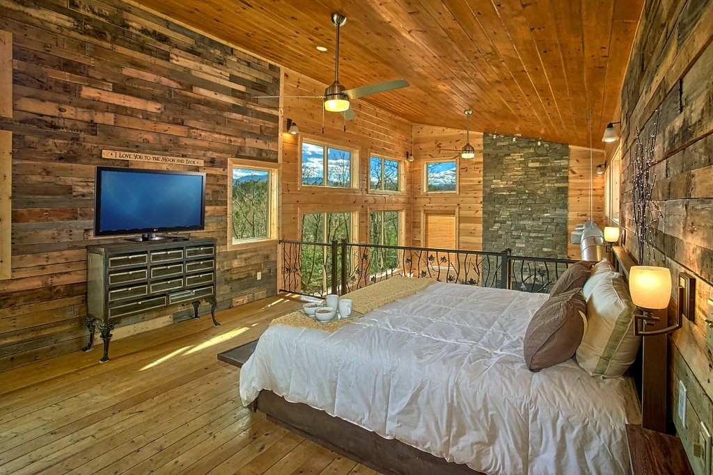 Photo of a Gatlinburg Cabin named Urban Cowboy - This is the twenty-eighth photo in the set.