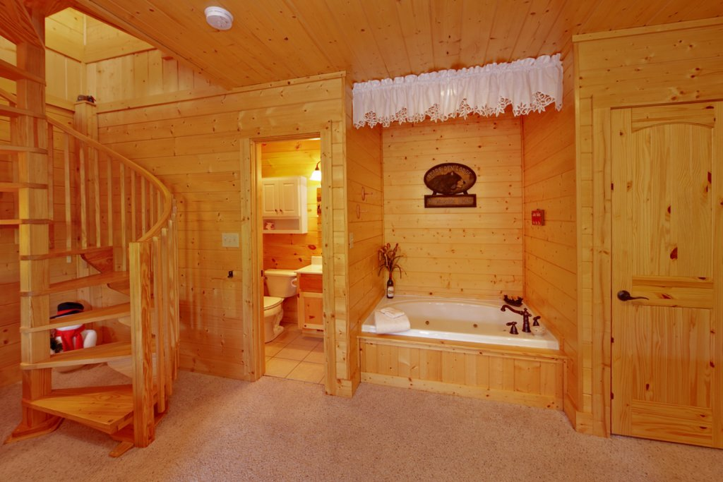 Photo of a Gatlinburg Cabin named Bear Den - This is the fourteenth photo in the set.