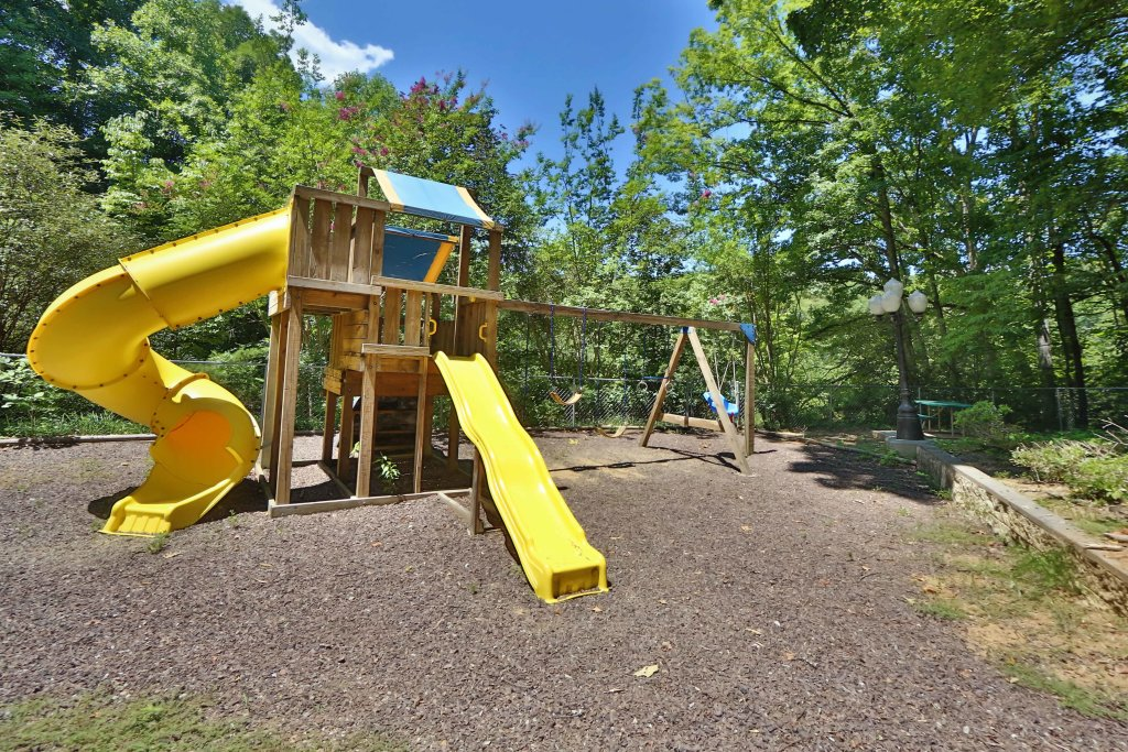 Photo of a Pigeon Forge Cabin named Magnolia Place Unit 2 (#5) - This is the fifty-first photo in the set.