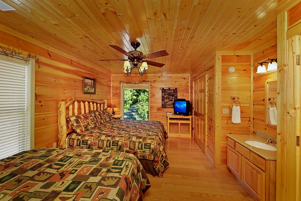 Photo of a Gatlinburg Cabin named Big Bear Lodge - This is the twenty-third photo in the set.