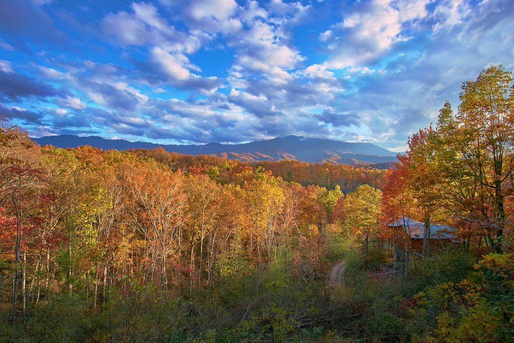 Photo of a Gatlinburg Cabin named Knockin On Heavens Door - This is the second photo in the set.