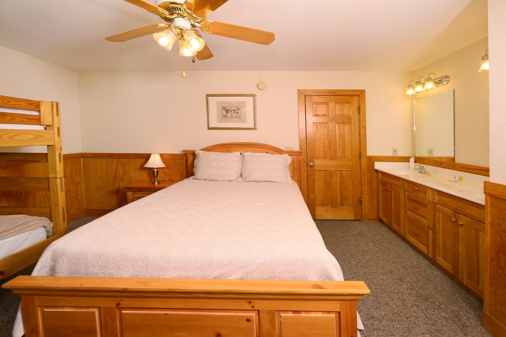 Photo of a Pigeon Forge Cabin named Magnolia Place Unit 1 (#5) - This is the seventeenth photo in the set.