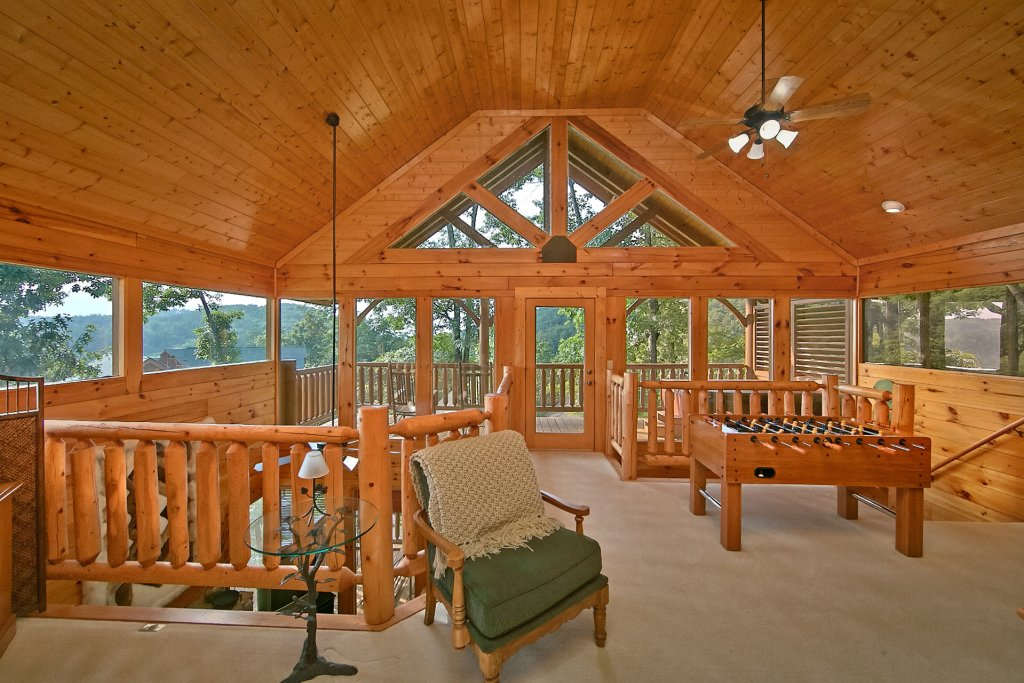 Photo of a Pigeon Forge Cabin named Sweet Retreat - This is the thirteenth photo in the set.