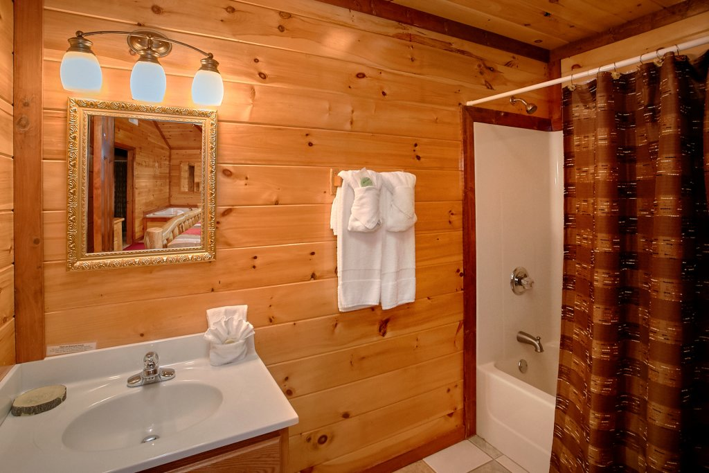 Photo of a Gatlinburg Cabin named Cherokee Pool Lodge - This is the sixteenth photo in the set.