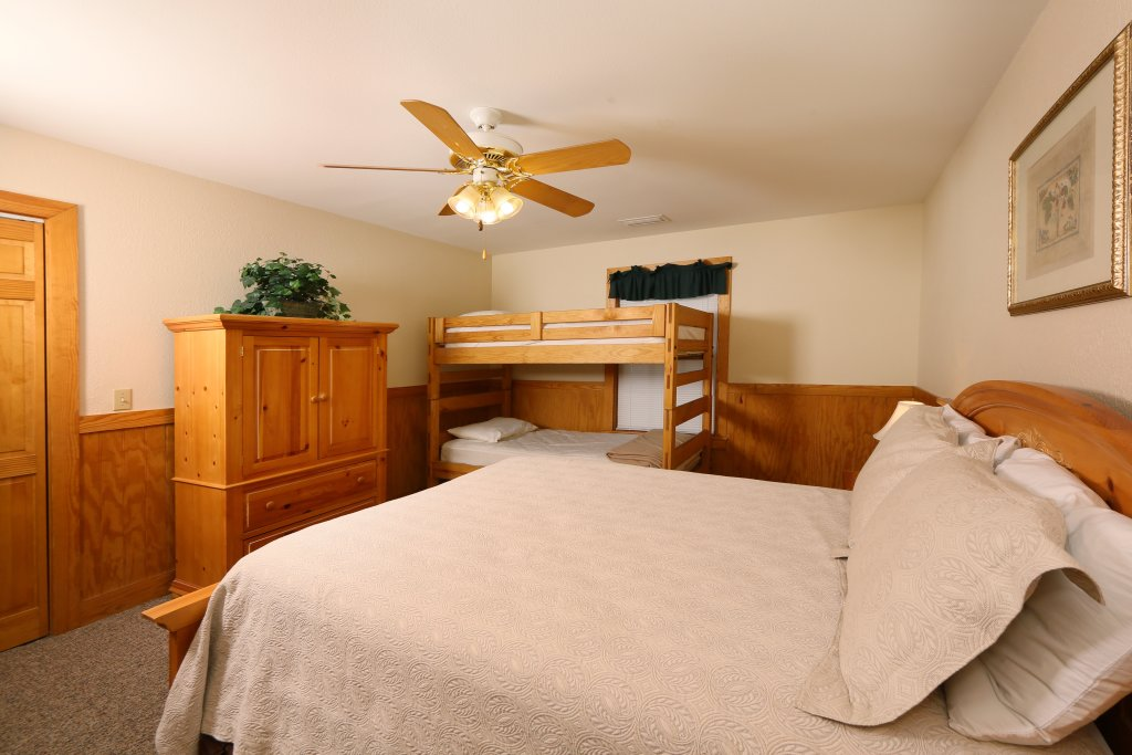 Photo of a Pigeon Forge Cabin named Magnolia Place Unit 1 (#5) - This is the sixteenth photo in the set.