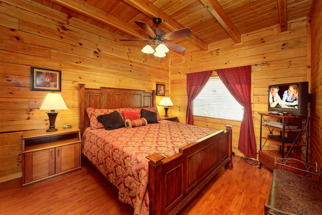 Photo of a Pigeon Forge Cabin named Secluded Hideaway - This is the fourteenth photo in the set.