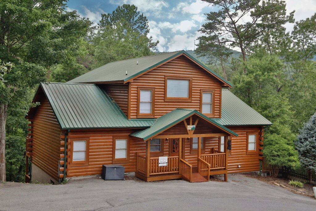 Photo of a Pigeon Forge Cabin named Big Pine Lodge - This is the eighth photo in the set.