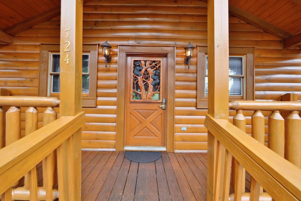 Photo of a Pigeon Forge Cabin named Big Pine Lodge - This is the second photo in the set.