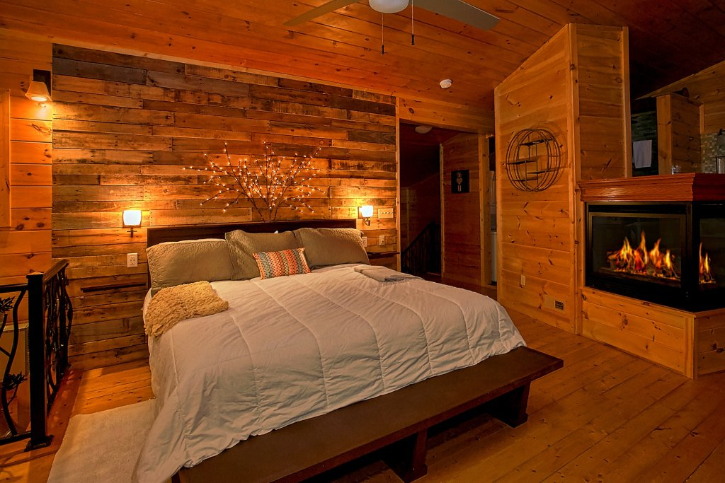 Photo of a Gatlinburg Cabin named Urban Cowboy - This is the twenty-sixth photo in the set.